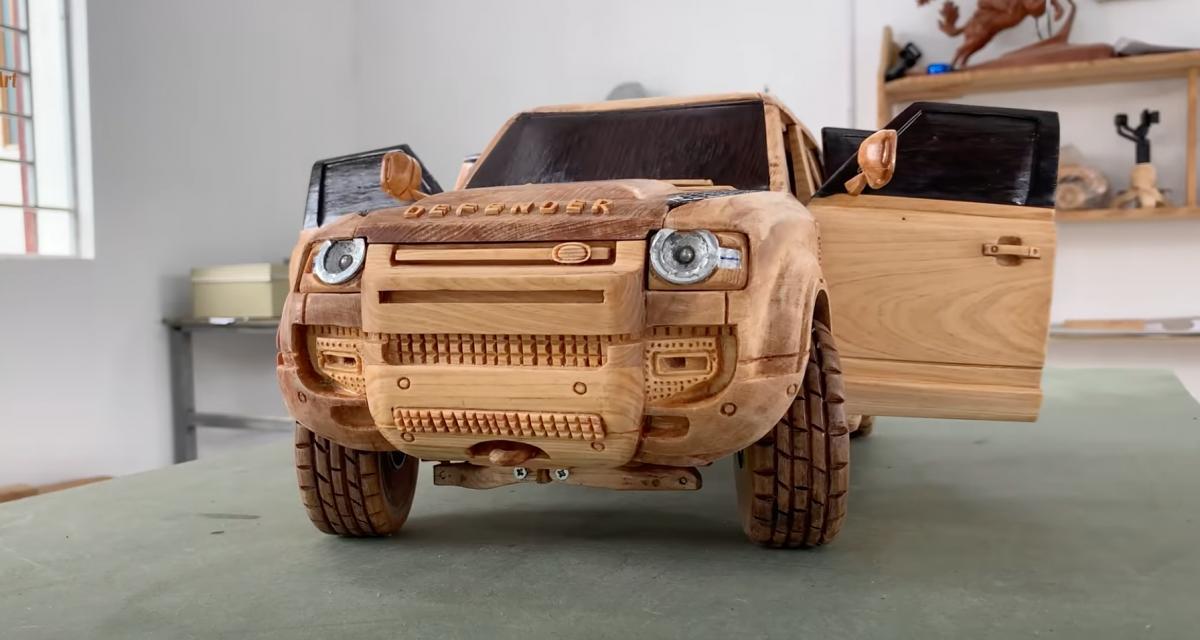 Besoin de vous relaxer ? Regardez donc cette vidéo d'un Land Rover sculpté directement dans du bois