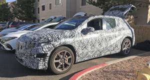 Mercedes EQS SUV (2023) : le crossover électrique aperçu sous camouflage !
