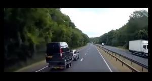 VIDEO - Le transport de ce van va mal tourner, très mal tourner…