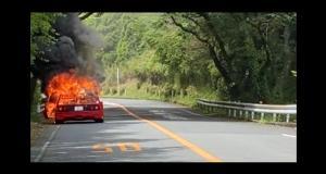 VIDEO - Une Ferrari F40 complètement brûlée au beau milieu de l'autoroute japonaise