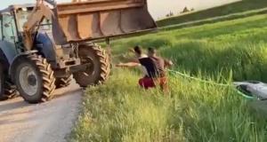 La pépite du jour : le remorquage de cette voiture avec un tracteur tourne au fiasco