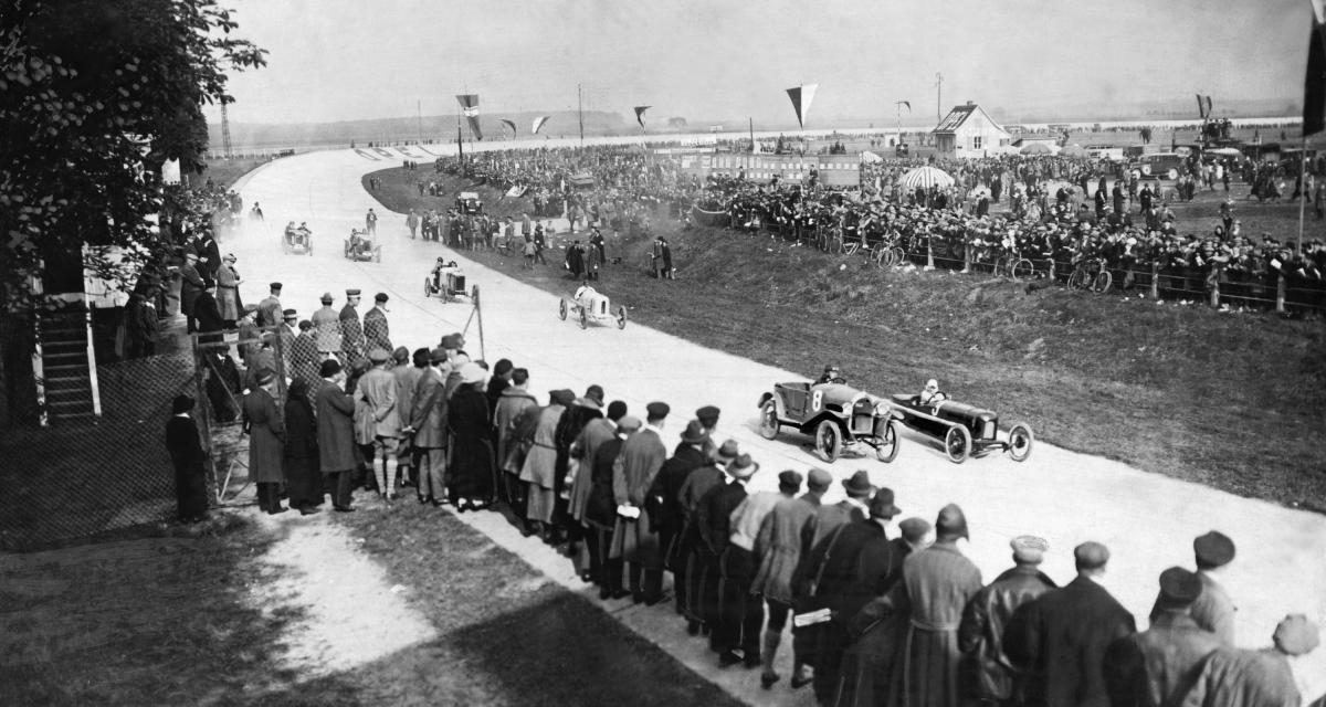 Circuit Opel Rennbahn : revivre la course automobile il y a 100 ans (vidéo)