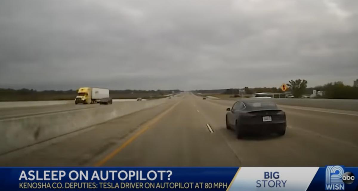 VIDEO - La police arrête une Tesla en mode Autopilot à 130 km/h sur l'autoroute alors que son conducteur dort