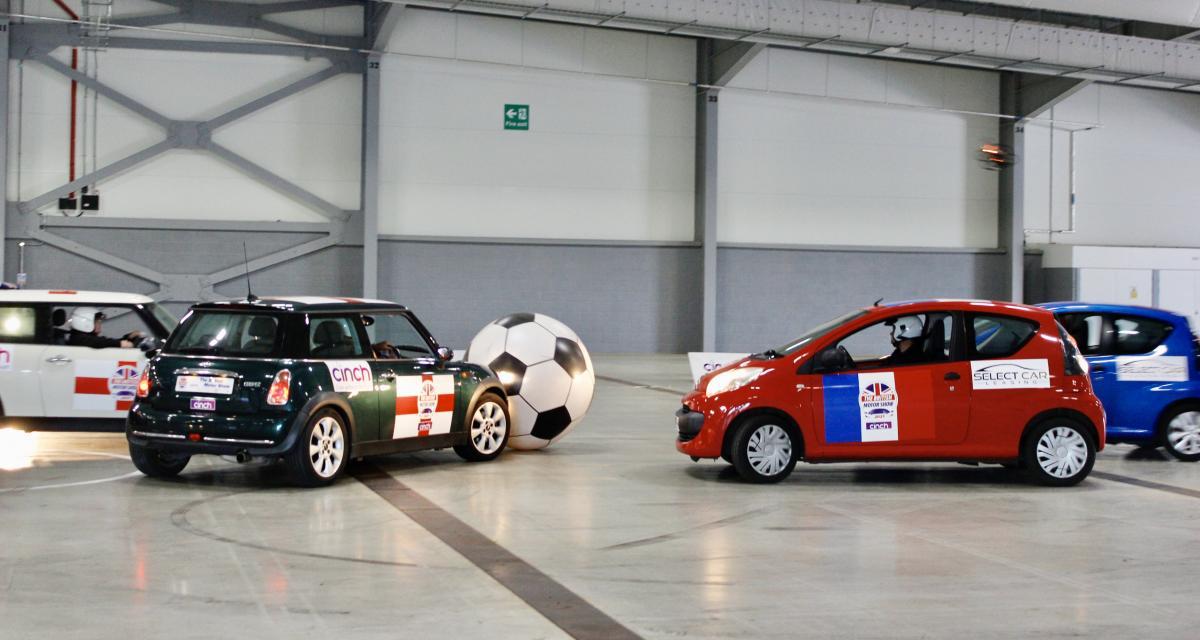 VIDEO - Le British Motor Show célèbre l'Euro 2020 avec un petit match de foot-voiture