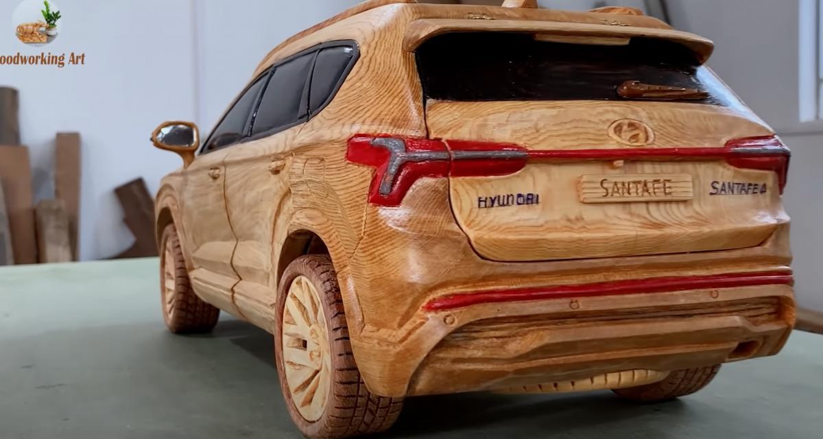 VIDEO - Cet ébéniste français sculpte le nouveau Hyundai Santa Fe en bois et c'est très relaxant