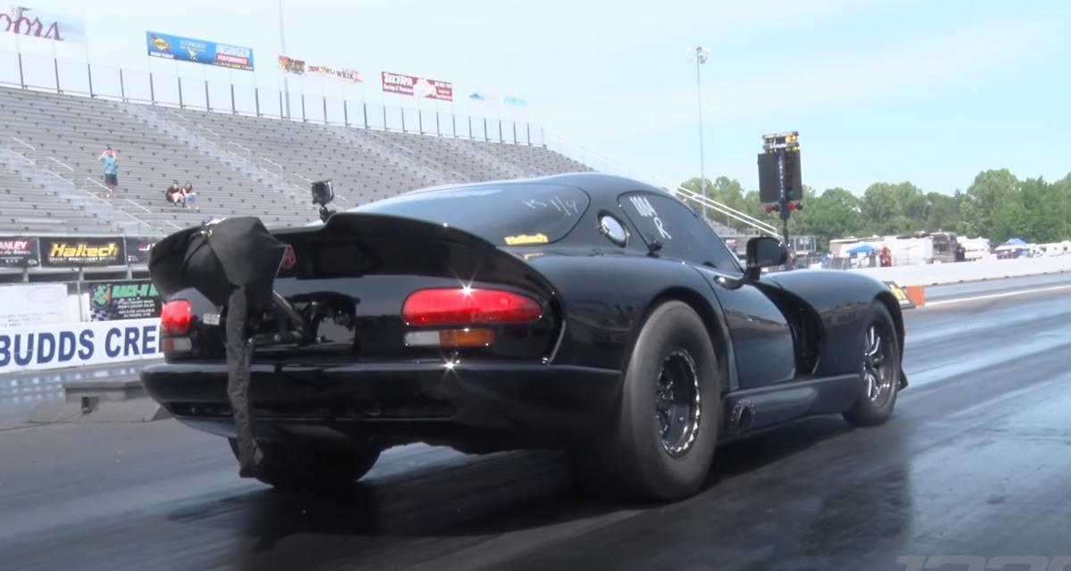 VIDEO - Cette Dodge Viper de 3.200 chevaux avale un quart de mile en moins de 7 secondes et signe un nouveau record