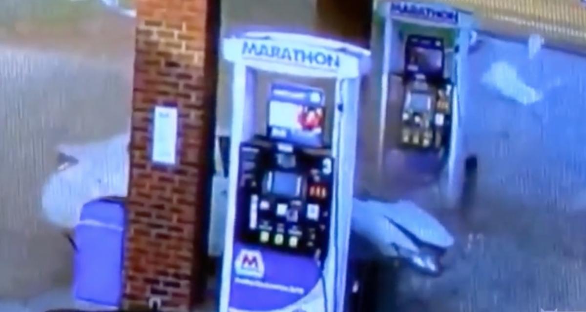 VIDEO - Une arrivée à la station essence sur les chapeaux de roues !