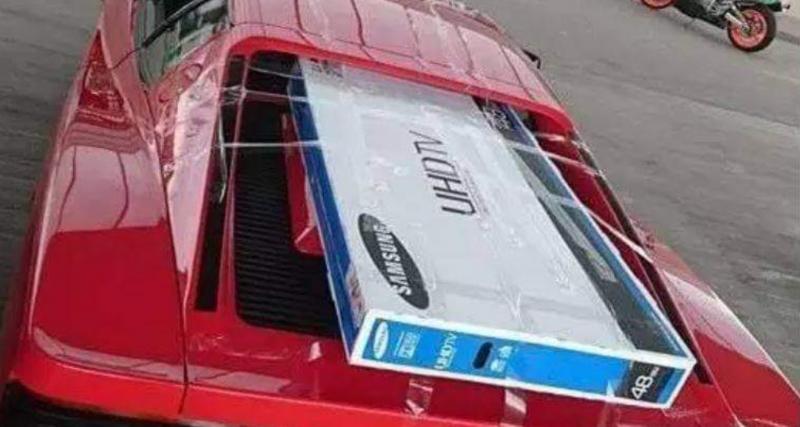 Transporter une télé dans une Ferrari Testarossa, c'est possible avec du scotch et un peu de volonté