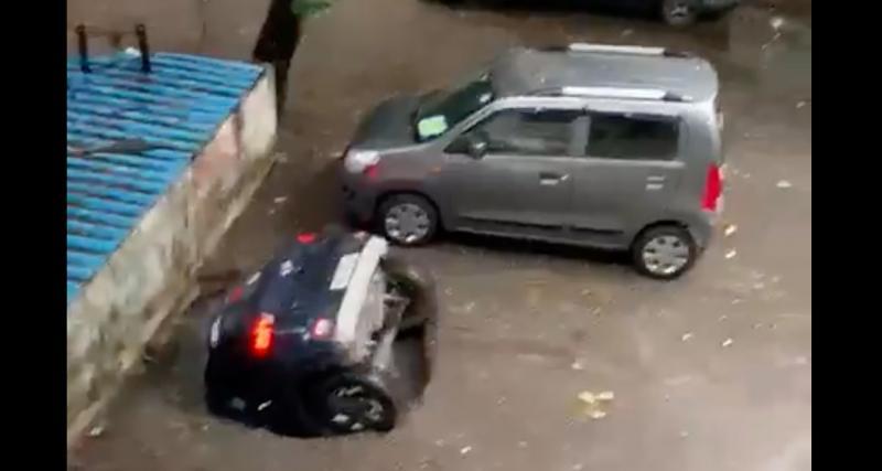 VIDEO - Le parking cède sous les roues de cette Hyundai qui sombre dans les profondeurs de la Terre