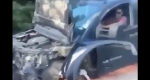 VIDEO - Pourquoi s'embêter à appeler un dépanneur quand on peut rouler sans roue avant et avec le capot ouvert ?