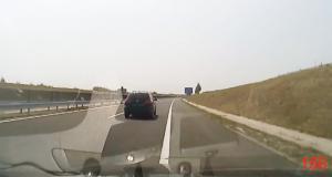 VIDEO - Le conducteur s'endort au volant et la caméra embarquée filme toute la scène