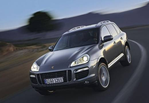 fiche technique porsche cayenne 4 8 v8 turbo tiptronic s a. Black Bedroom Furniture Sets. Home Design Ideas