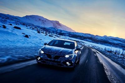 La nouvelle Renault Mégane RS joue à la reine des neiges