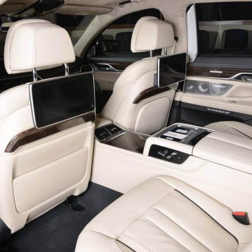 BMW M760Li Jaune Austin
