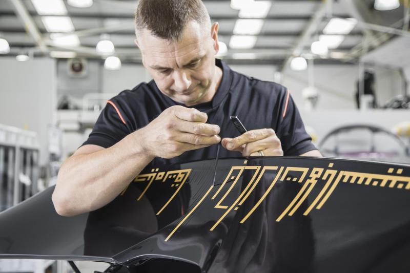 Une McLaren 720S unique noire et or pour célébrer Dubaï