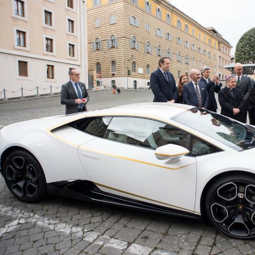 Une Lamborghini Huracan unique pour le pape