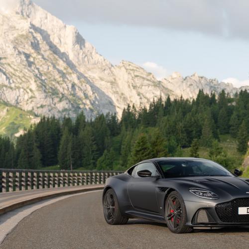 Aston Martin DBS Superleggera   les photos de la version Satin Xenon Grey
