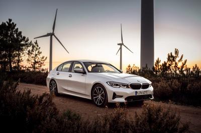 BMW M330e | les photos officielles de la berline