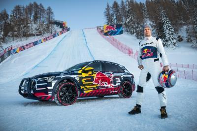 Découvrez les photos de l'exploit de l'Audi e-tron sur une piste de ski alpin en Autriche.