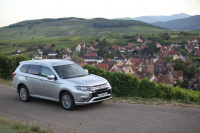 Mitsubishi Outlander PHEV | Les photos officielles de l'essai du SUV hybride rechargeable