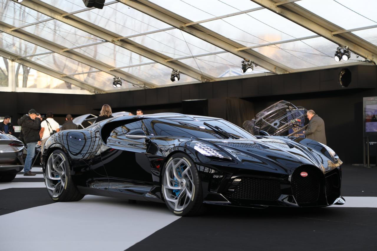 Bugatti La Voiture Noire A Paris Nos Photos De L Hypercar A 17 Millions D Euros