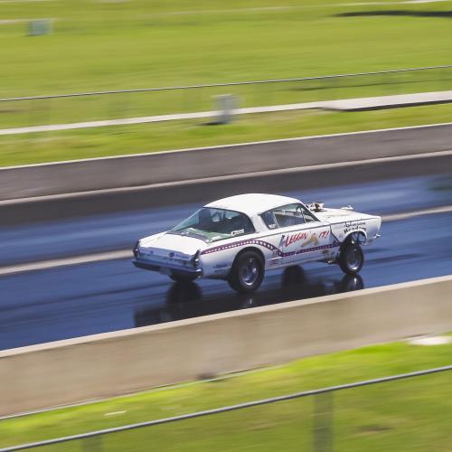 """Plymouth Barracuda """"Leggin 'it"""" et Dodge C-500   L'ensemble patriotique en photos"""