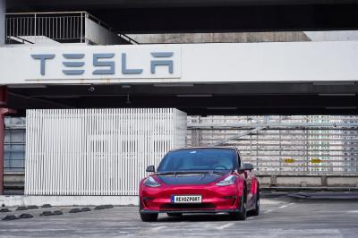 Tesla Model 3 | les photos officielles de la version RevZsport