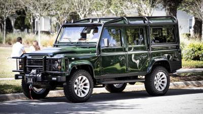 Land Rover Defender by E.C.D. Automotive Design | Les photos du tout-terrain pour épicurien