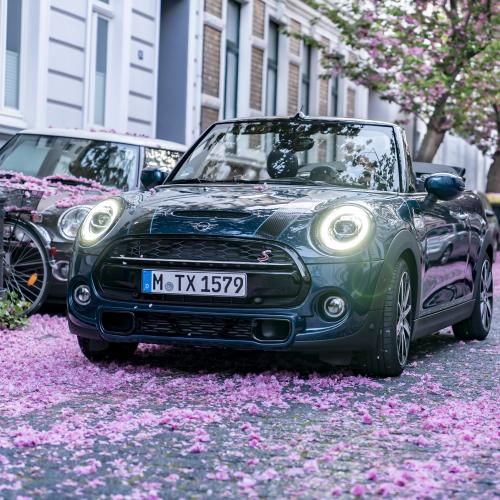 Mini Cabrio Sidewalk : les photos de la citadine en mode cerisier du Japon
