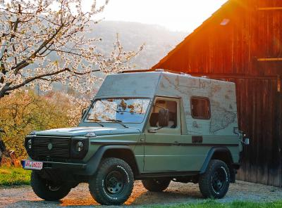 Mercedes 230 GE by Lorinser | Les photos du camping-car de hipster