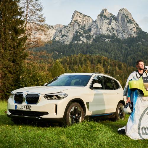 BMW Electrified Wingsuit | Les photos du saut de Peter Salzmann