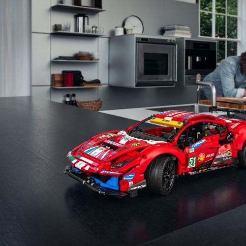 Ferrari 488 GTE x Lego   les photos officielles de la réplique