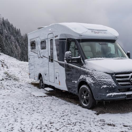 Vanlife en hiver   Les photos du camping sous la neige vu par Mercedes