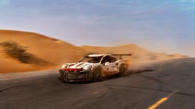 Porsche 911 RSR Lego | les photos ultra-réalistes de Tomek Makolski