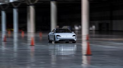 Porsche Taycan Turbo S | Les photos du record de vitesse en intérieur