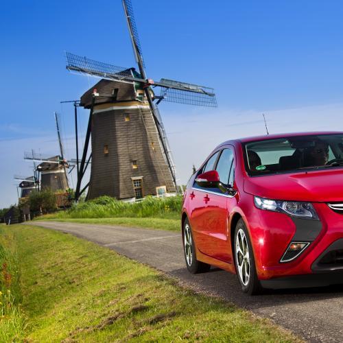 Opel Ampera | Les photos de la berline hybride atypique