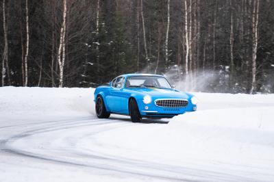 Volvo P1800 Cyan | Les photos de la sportive néo-rétro