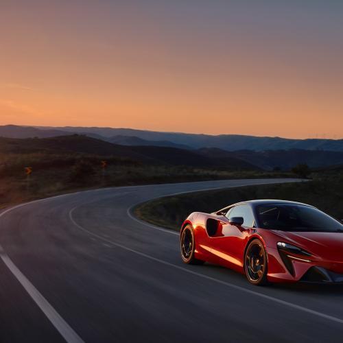 McLaren Artura | la supercar hybride rechargeable en 3 points