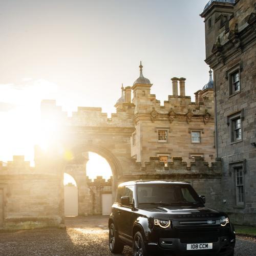 Land Rover Defender V8 (2021)   Les photos du performant tout-terrain