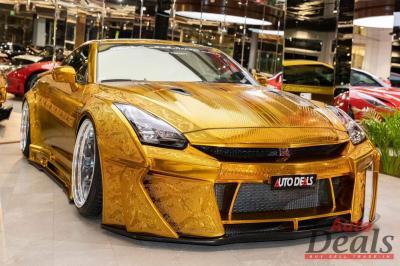 Nissan GT-R en or | les photos