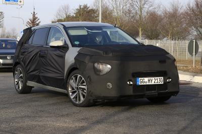 Kia Niro (2022) | les photos du SUV lourdement camouflé