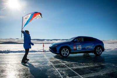 Lamborghini Urus | les photos de son record de vitesse sur la glace