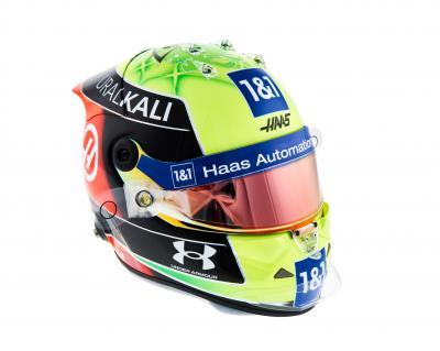 Mick Schumacher | les photos de son 1er casque en F1