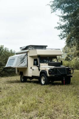 Land Rover Defender x Osprey : les photos du camping-car de 1990