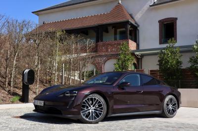Essai Porsche Taycan (2021) | nos photos de la version la moins chère