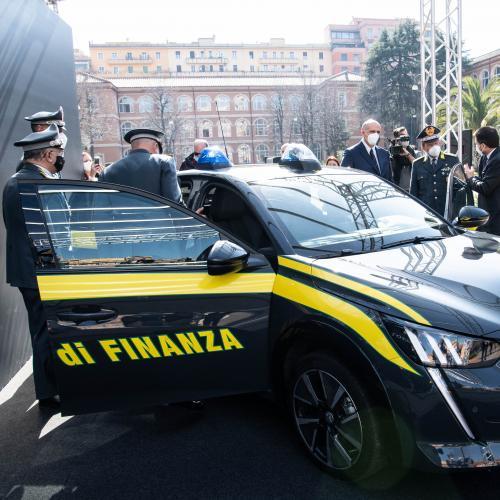Peugeot e-208 | Les photos du véhicule d'intervention de la Guardia di Finanza