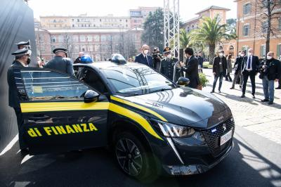 Peugeot e-208 | Les photos du véhicule d'intervention de la Guardia di Finanza