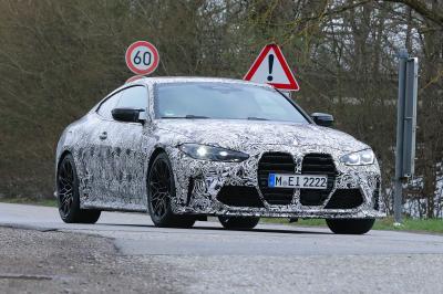 BMW M4 CSL | Les spy shots du coupé camouflé