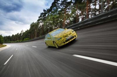 Opel Astra (2022)   Les photos de la compacte en phase de développement