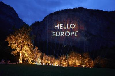 Genesis arrive en Europe   les spectacles du show dans les Alpes